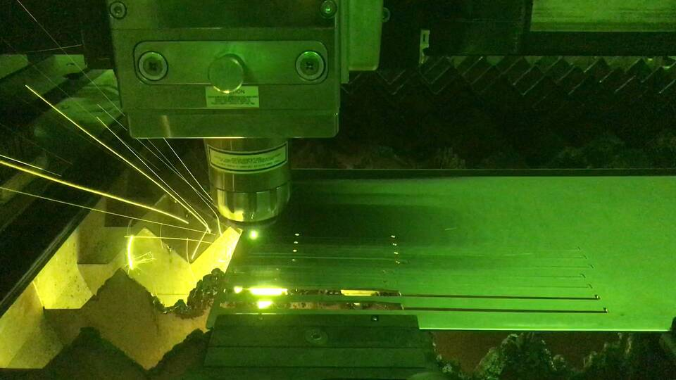 Cutting-Thin-Stainless-Steel-with-QCW-Laser